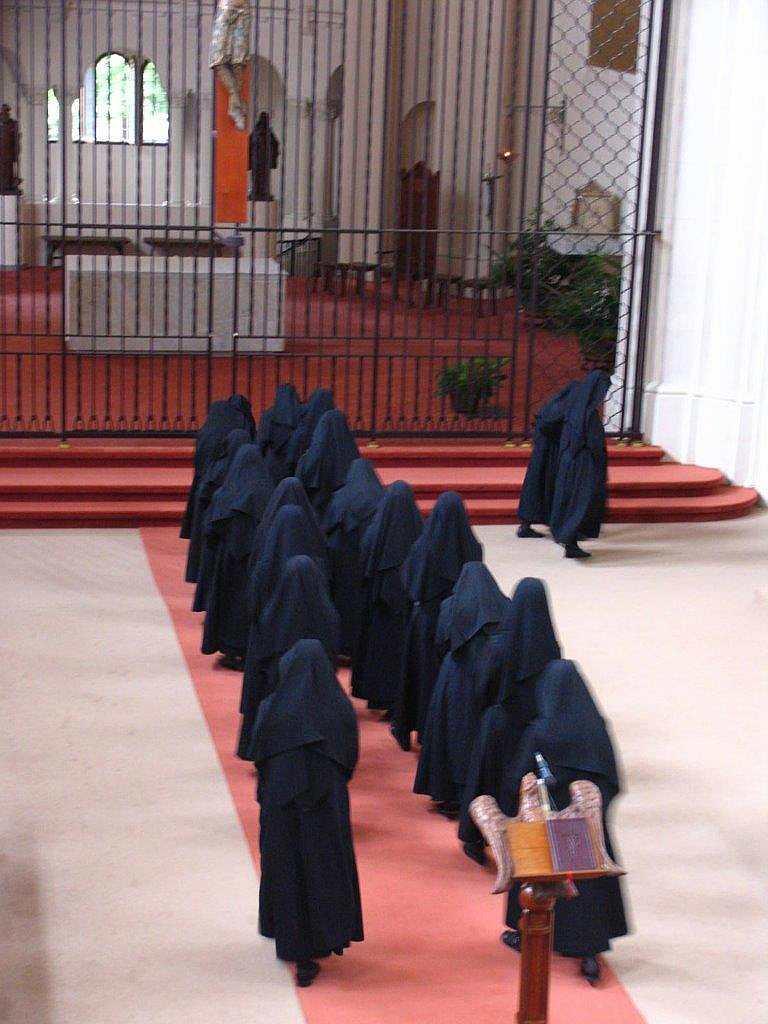 Procesión litúrgica a la salida del Oficio