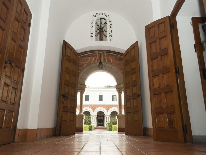 Entrada al interior del Monasterio de Santa Escolástica