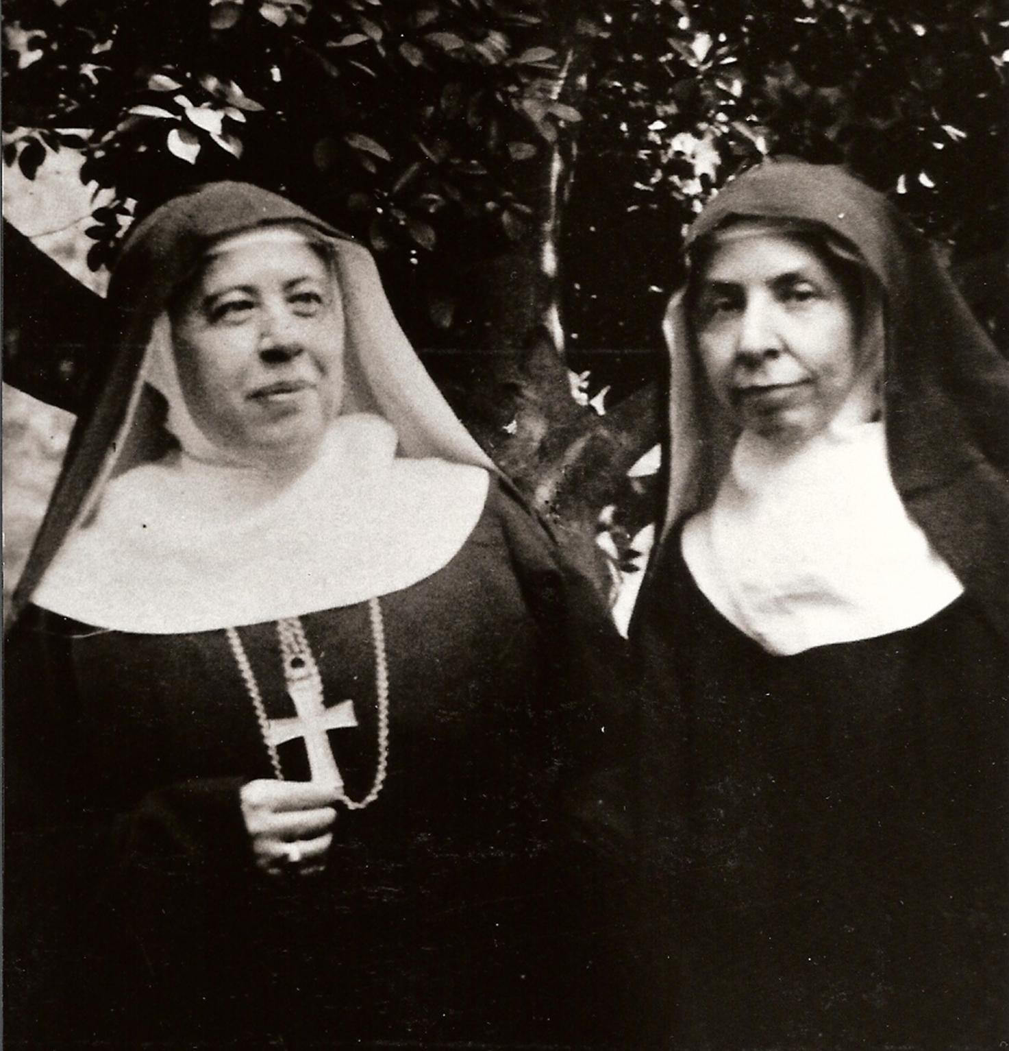 00039 Madre Abadesa Gertrudis con Madre Priora Placida, Priora fundadora de Santa Escolastica