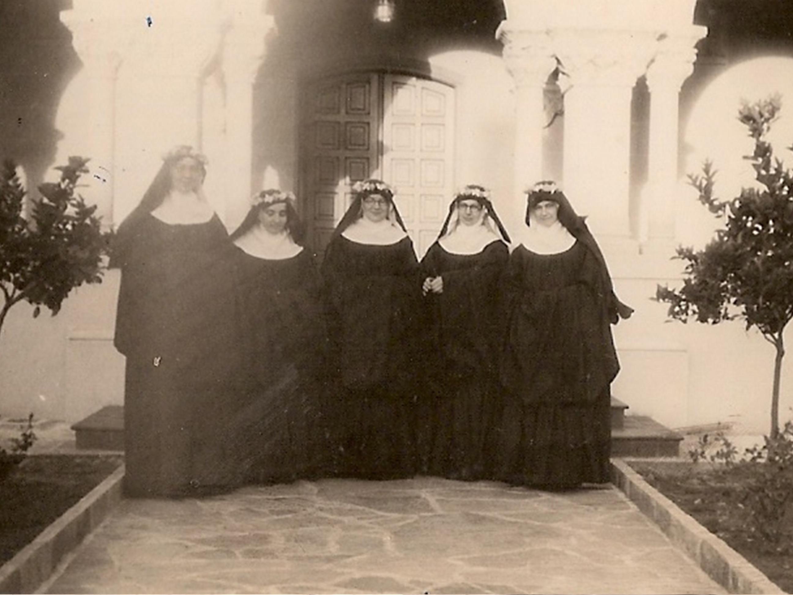 00072 Profesion Solemne de las fundadoras 21 noviembre 1943